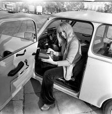 Maryla Rodowicz, samochód Trabant i magnetofon MK-125 zdjęcie